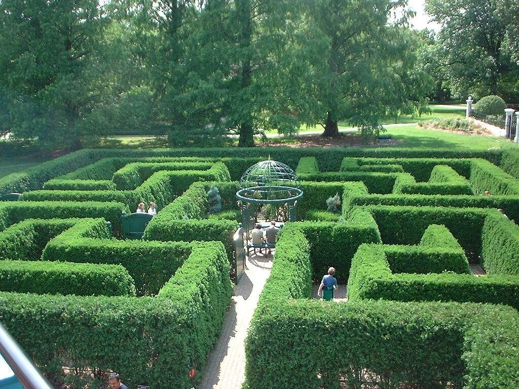 St. Louis Getaway Attractions, Missouri Botanical Gardens, Hedge Maze.