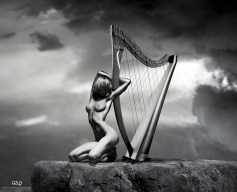 Ref: GZLo - 901. Top Harp: 21cm x 17cm - Art Work: Gonzalo Villar - Model: Chucha - Photo model: Pavel Vinogradov -