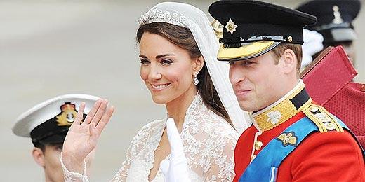 William e a agora princesa Catherine acenam após seu casamento