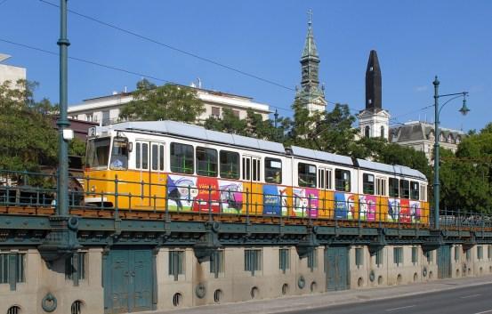 20130704_Straszenbahn_achtachsigen_Gelenktriebwagen_von_Ganz_modernisiert