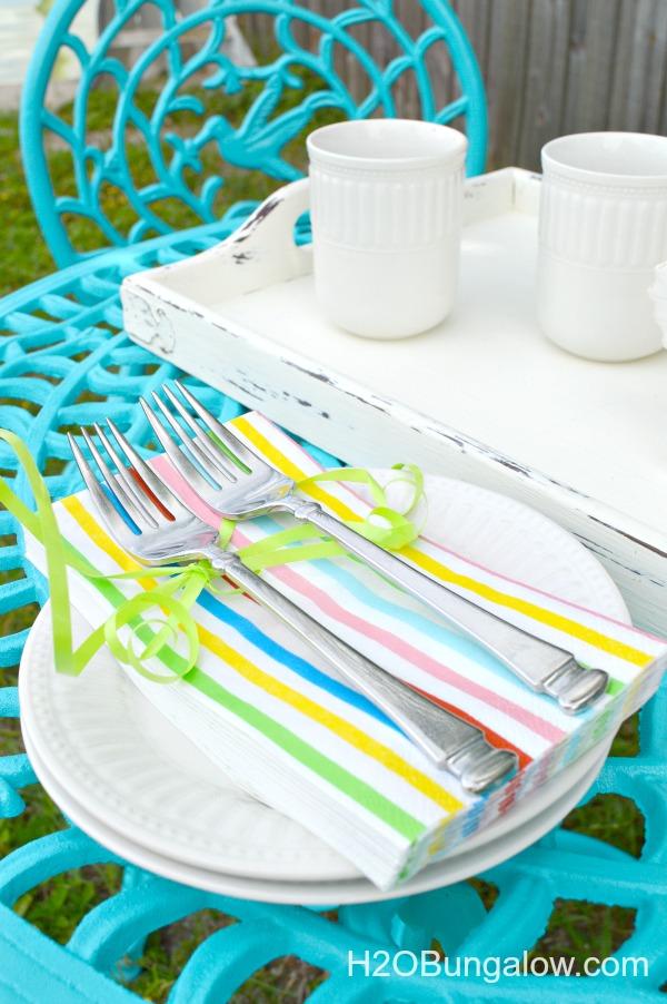 Blue-Vintage-Cafe-Table-Makeover-H2OBungalow
