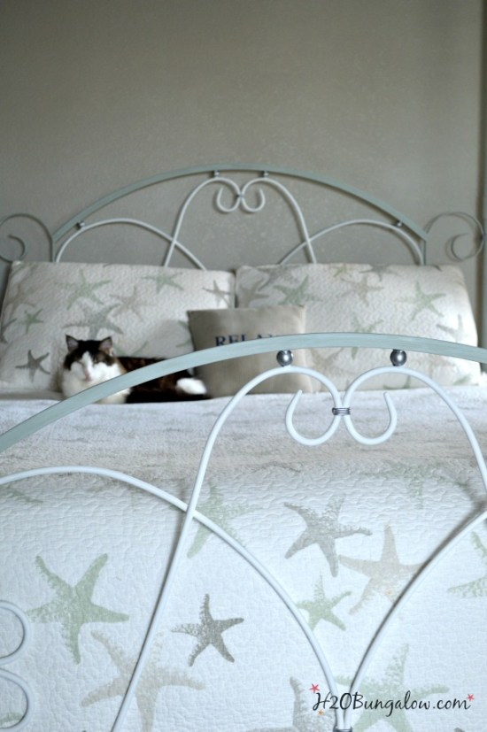 How-to-paint-an-iron-or-metal-bed-frame-tutorial-by-H2OBungalow