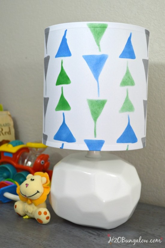 Easy step by step tutorial to stencil a lampshade by H2OBungalow