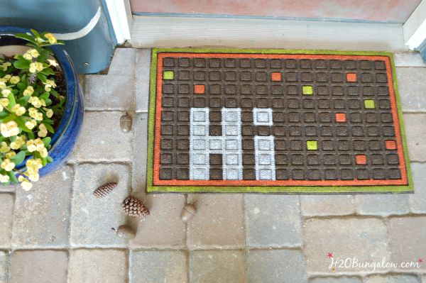 Transition into all withthis easy DIY fall dormat project www.H2OBungalow.com