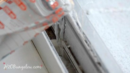 baking-soda-clean-window-tracks-h2obungalow