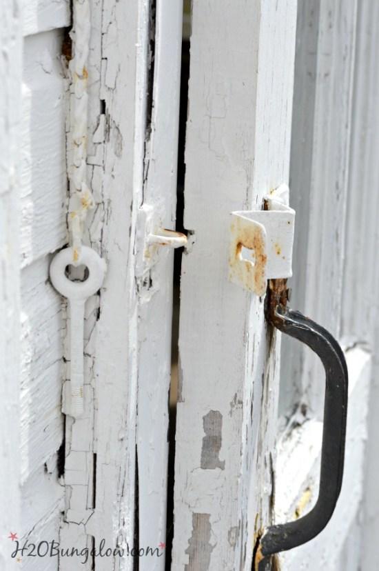 vintage-barn-door-h2obungalow