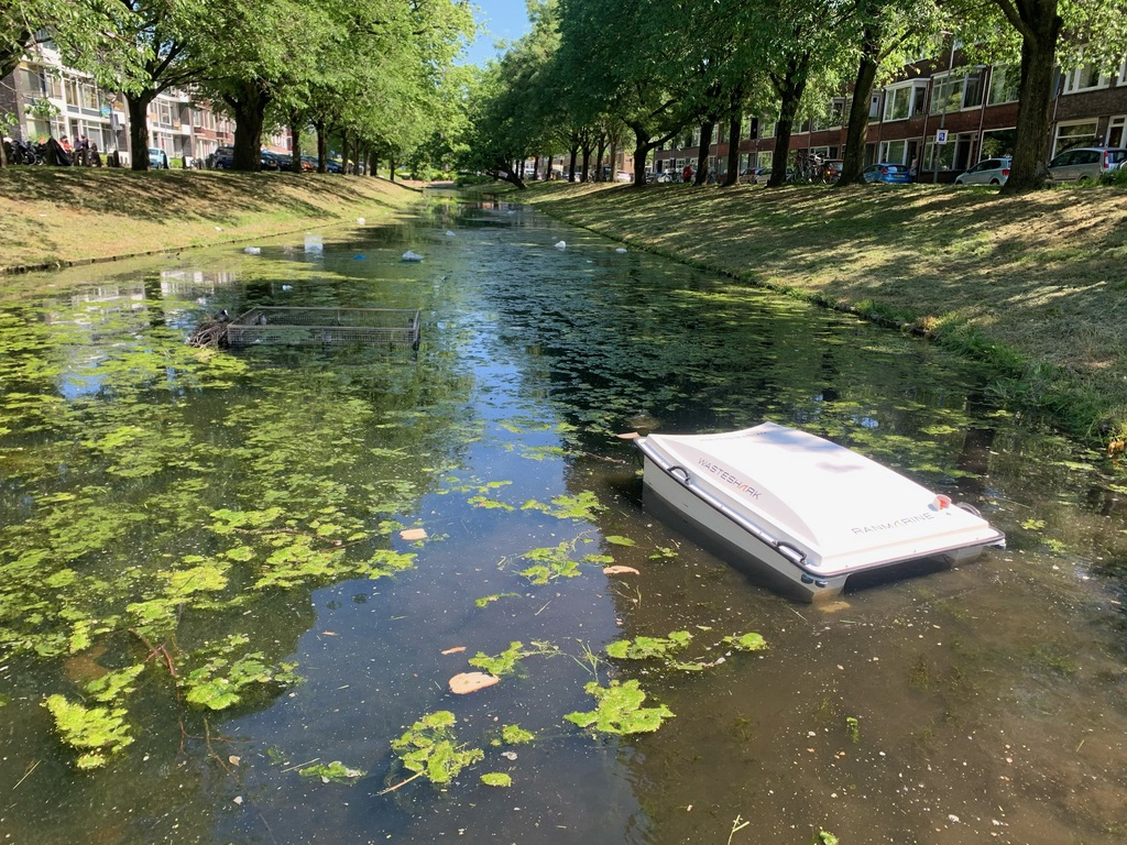 Trash-eating drone tackles water pollution