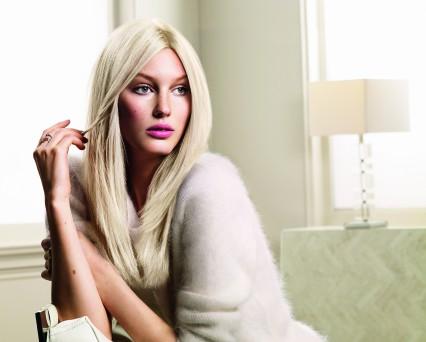 Tinta Color Ultra Ash Blonde model