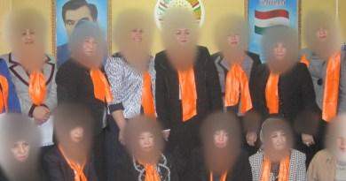 В Худжанде образована 21 группа для снятия хиджабов с женщин