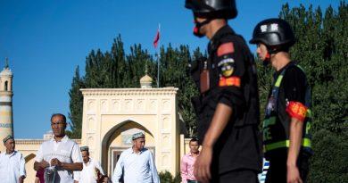Власти Китая отбирают у уйгуров Кораны и исламскую атрибутику