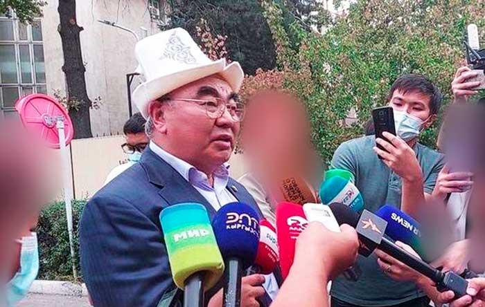 Экс-президент Кыргызстана вернулся на родину