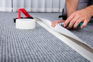 Come posare la moquette su pavimento esistente