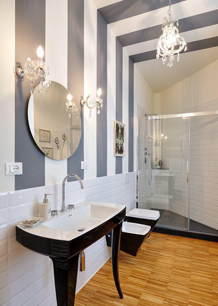 Installare uno specchio in bagno