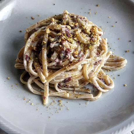 linguine con pecorino speck e pistacchio