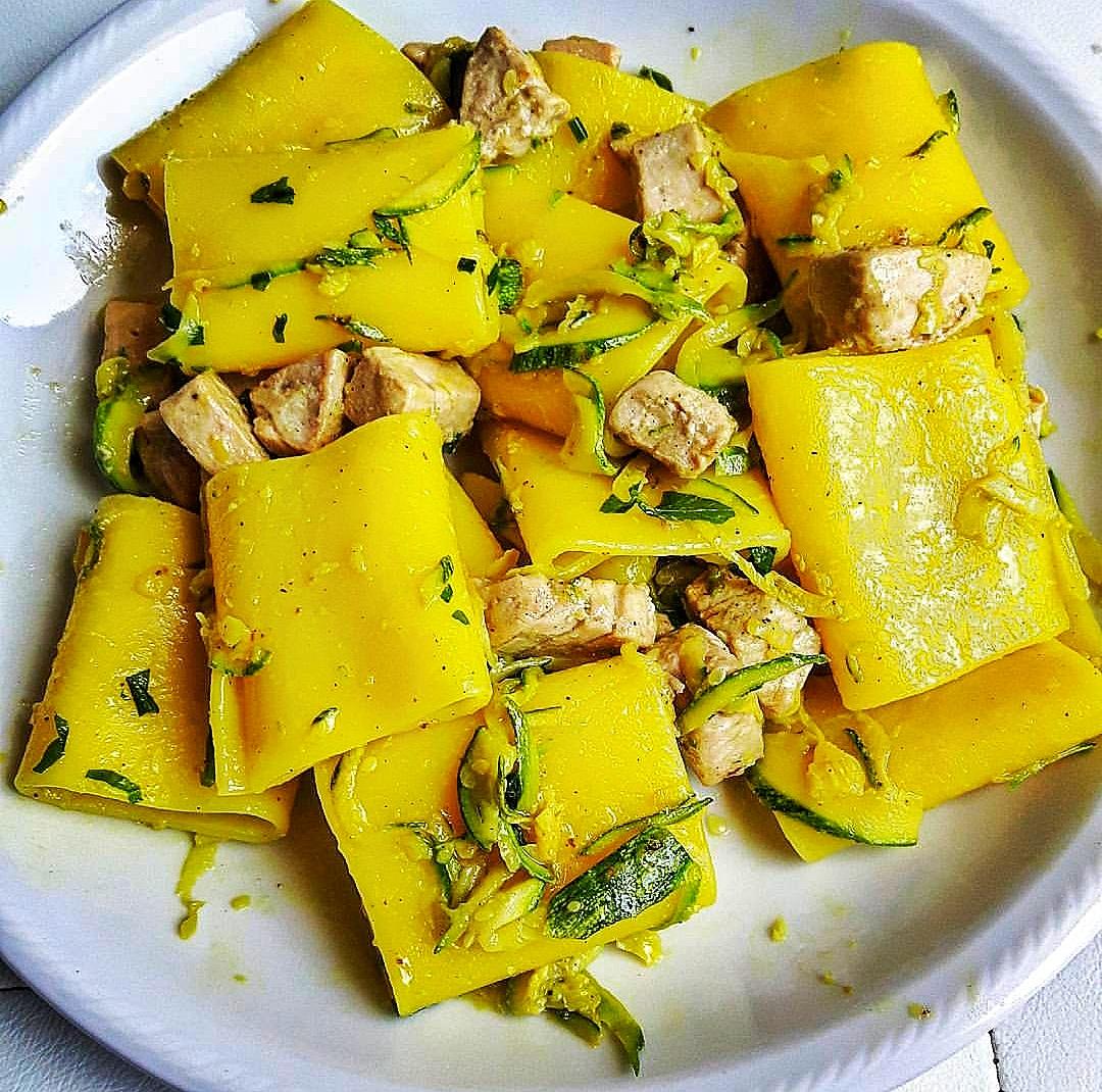 Paccheri con tonno fresco, zafferano e zucchine