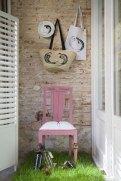 Collage de muebles, capazos, bolsas, platos, botellas BY CARLOS VILLOSLADA
