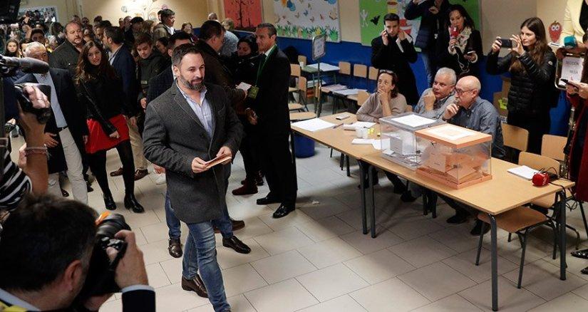 İspanya'daki seçimler ülkedeki siyasi belirsizliği daha da derinleştirdi