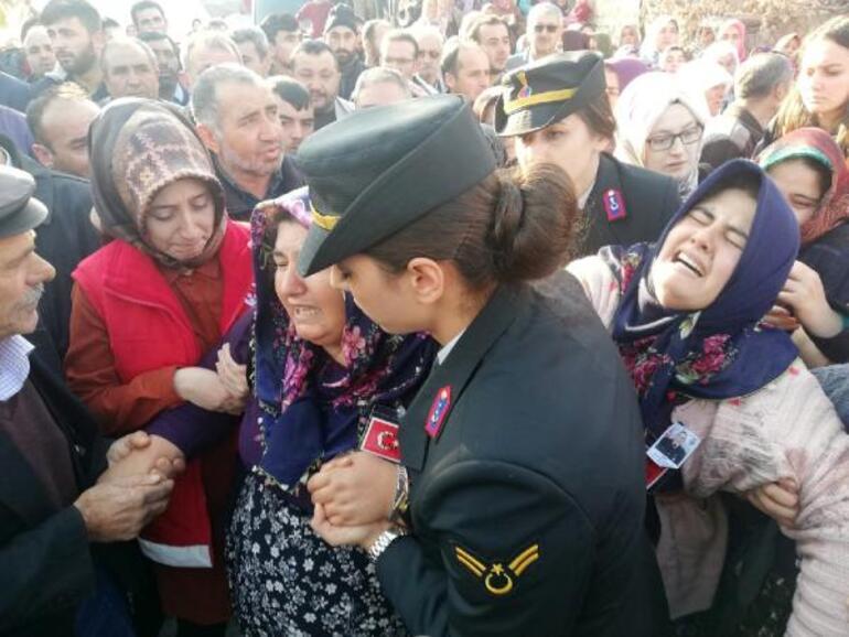 Şehit uzman onbaşı Mustafa Akkaya, Afyonkarahisarda son yolculuğa uğurlandı