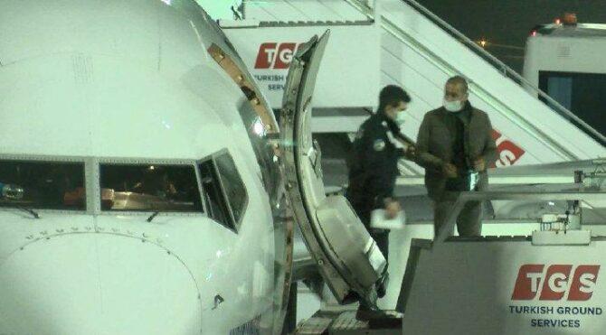 Kapı açılınca şoke oldu: Uçakta iner inmez yakalandı