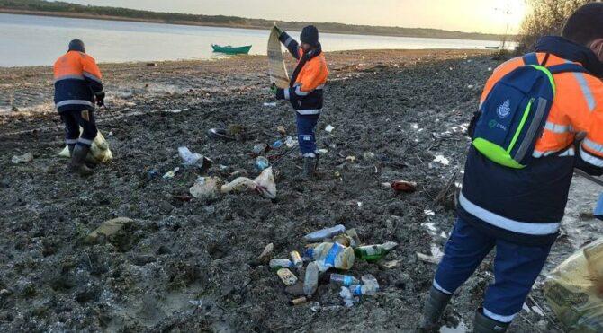 Kuraklık nedeniyle göller çekilince çöpler ortaya çıktı