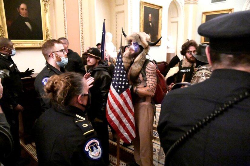 Kongre binasını basan kostümlü saldırganın kimliği belli oldu