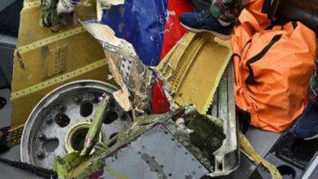 Denize düşen uçakta enkaz kaldırma çalışmaları devam ediyor - Airline Haber