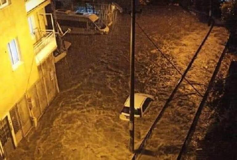 İzmirde sel kâbusu Çığlıkları duyan yardımına koştu...