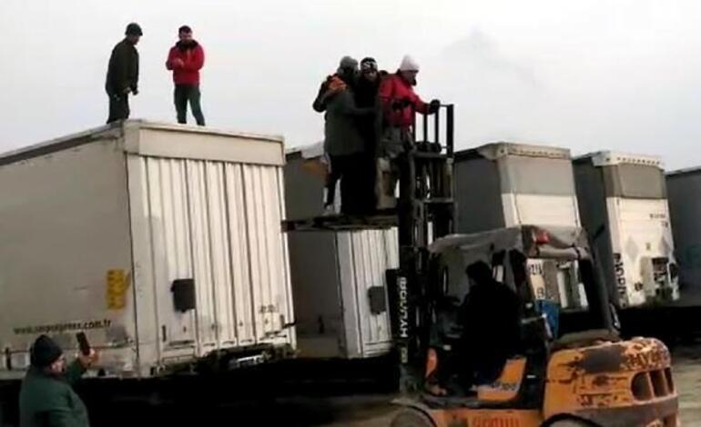 Polis ihbar üzerine harekete geçti Tekirdağda TIR dorselerinden çıktılar