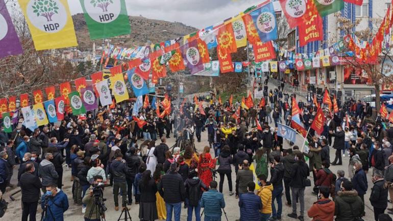 Diyarbakır ve Vandaki Nevruz kutlamalarına gelenler HES koduyla alana alındı