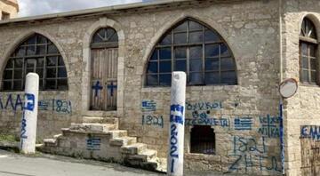 Rum Kesiminden çirkin provokasyon Camiye 'haç' çizip 'Türklere ölüm' tehditleri yazıldı