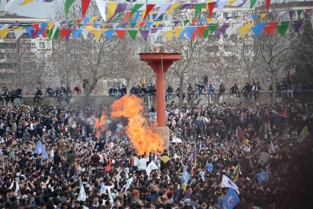 Diyarbakır ve Van'daki Nevruz kutlamalarına gelenler HES koduyla alana alındı