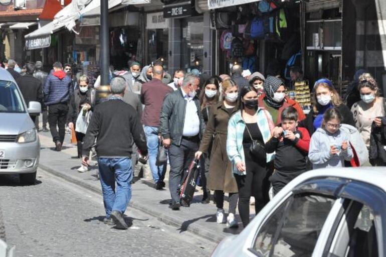 Diyarbakırda dikkat çeken kalabalık Anonslar yapılmasına rağmen kurallara dikkat etmediler
