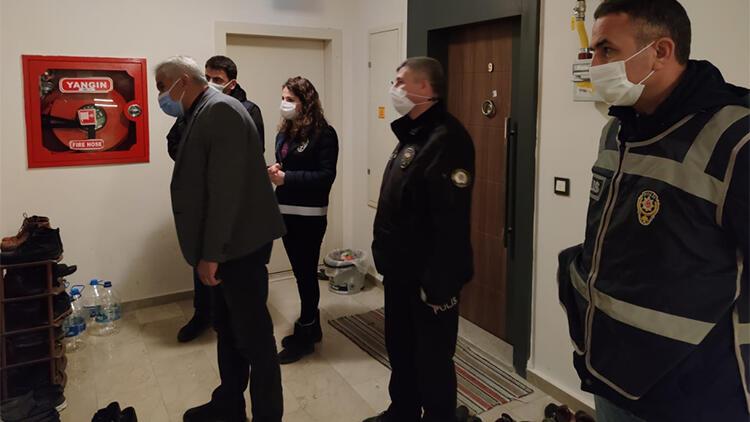 'Kırmızı' listedeki Amasya'da ekipler tek tek gezip kapı önünde ayakkabı sayısı fazla olanların ziline bastı