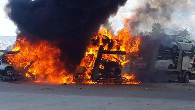 Sıfır kilometre otomobillerin bulunduğu TIR yandı!