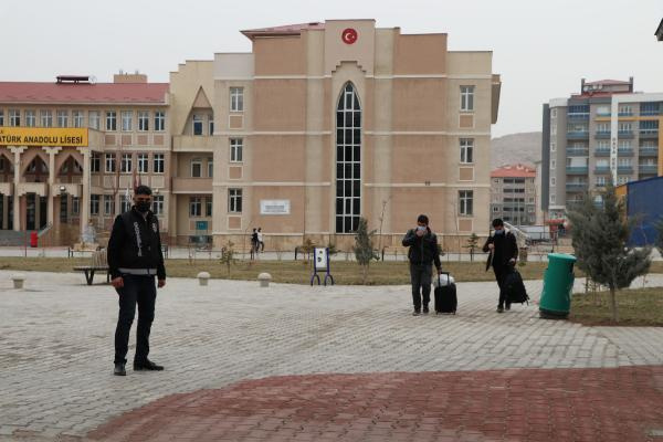 Van'da vakalar artmaya başladı, 30 okul karantinada! Vali Bilmez: Kırmızı bölgelerden gelen öğretmenler nedeniyle vakalar arttı