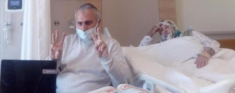 Koronavirüse yakalanan annesinin yanında kalan öğretmen, hastane odasını sınıfa çevirdi