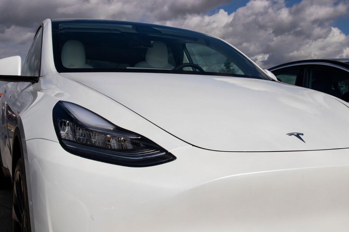 Tesla kazalarının sorumlusu otopilot mu dikkatsiz sürücüler mi?