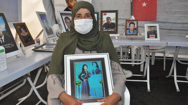 Kızı dağa kaçırılan Suriyeli anne evlat nöbetinde!