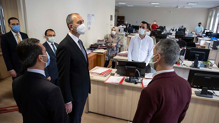 Adalet Bakanı Gül'den Ankara Adliyesi'ne ziyaret