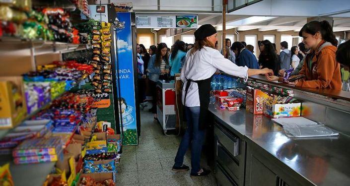 TBMM Komisyonu: Sağlıksız gıdaların vergisi arttırılmalı - Sputnik Türkiye