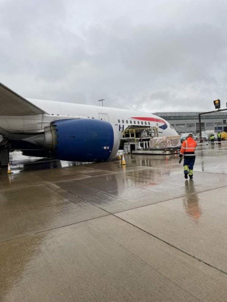 B787 Dreamliner uçağının burun dikmesi çöktü - Airline Haber