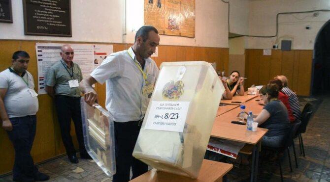 Ermenistan sandığa gitti! Paşinyan seçimi önde götürüyor