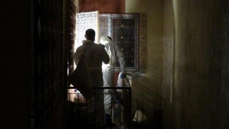İzmirde kan donduran olay Annesini öldürüp çuval içinde balkona koydu