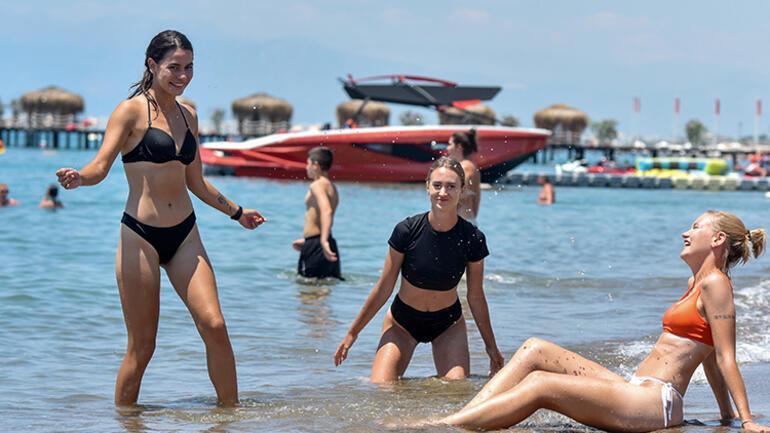 Turizm merkezi Antalyada turistler koronavirüs vakalarını artırdı mı Vali Yazıcıdan net açıklama