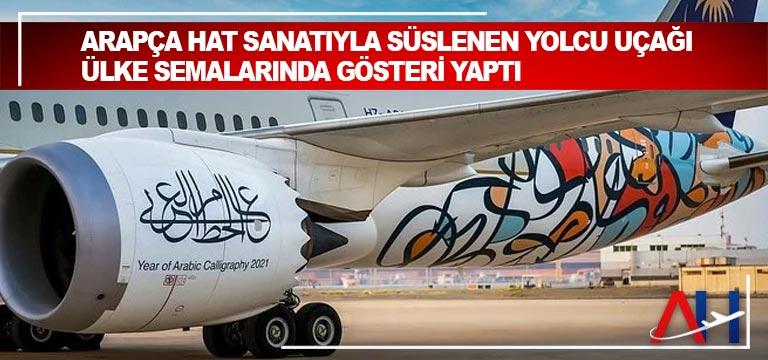 Arapça hat sanatıyla süslenen yolcu uçağı ülke semalarında gösteri yaptı
