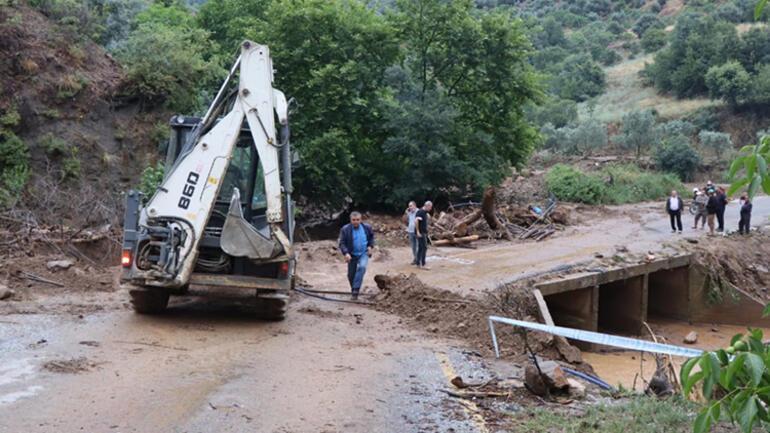 Aydından sağanak yağmur Araçlar çamura gömüldü