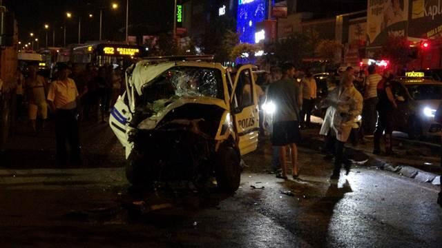 Polis aracı otomobille çarpıştı: 1 şehit, 4 yaralı