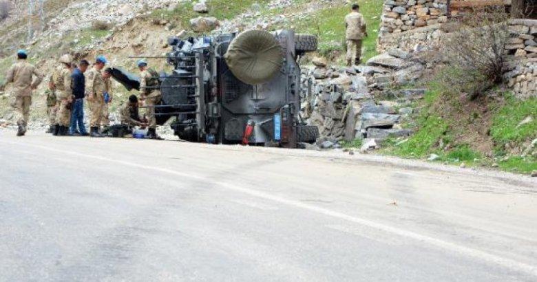 Şemdinli'de Askeri konvoyu geçişi sırasında patlama