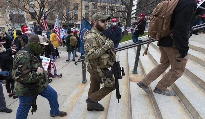 ABD'de karantina isyanı! Silahlarıyla sokaklara döküldüler
