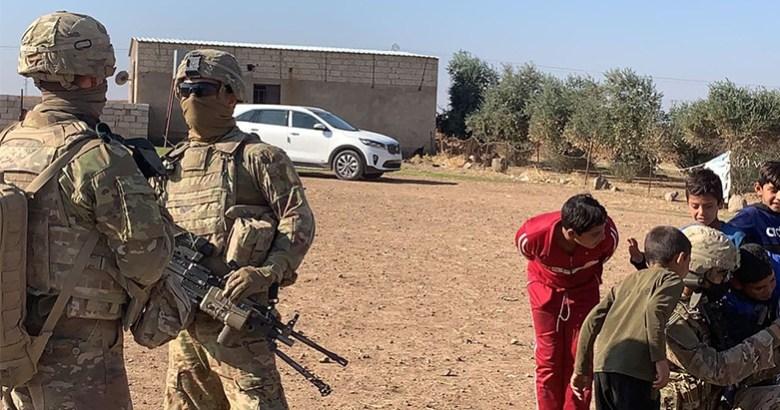 ABD  konvoyu helikopterler eşliğinde Rojava'ya geçti